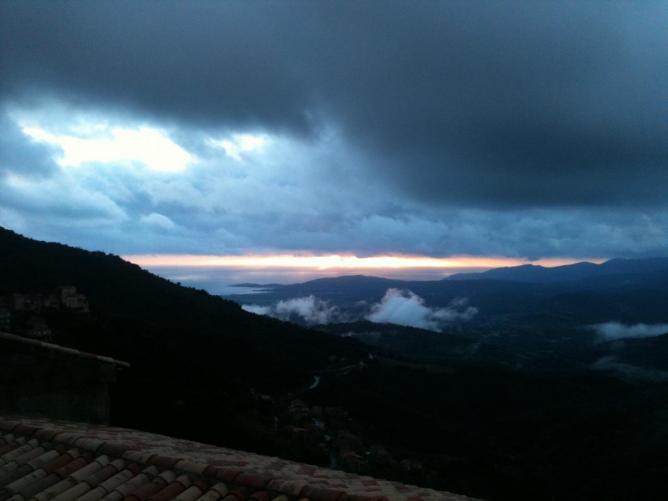ciel couvert sur le golfe du valinco ( en hiver )