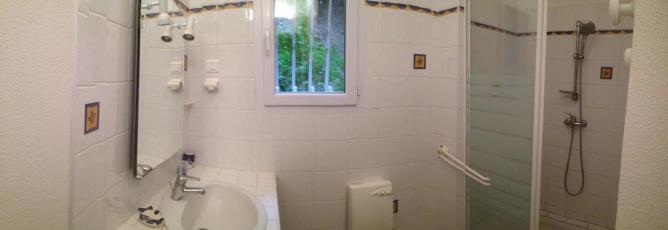 une des 3 salles d'eau des meublés de tourisme